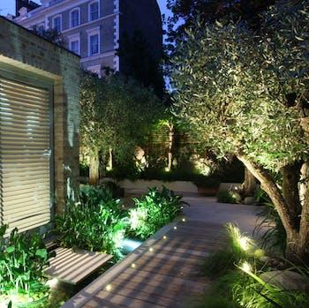 spiked led garden lighting tips