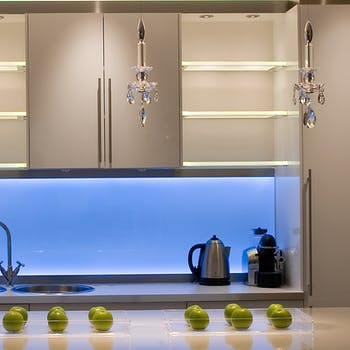 colour changing linear light in kitchen splashback