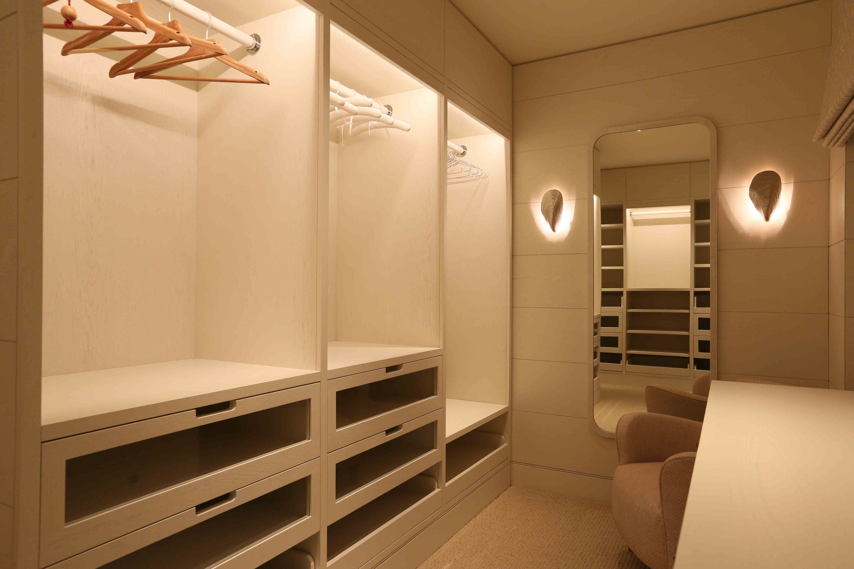 luxury dressing room lighting