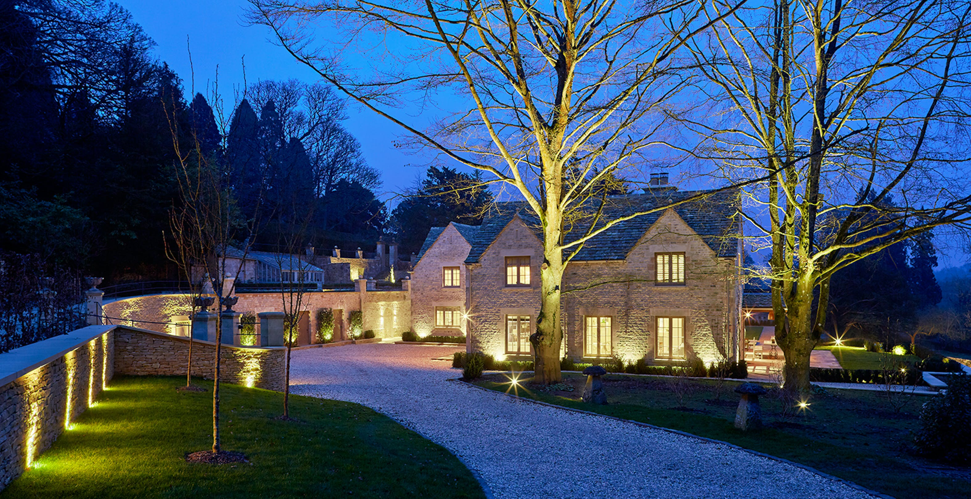 Country house driveway lighting