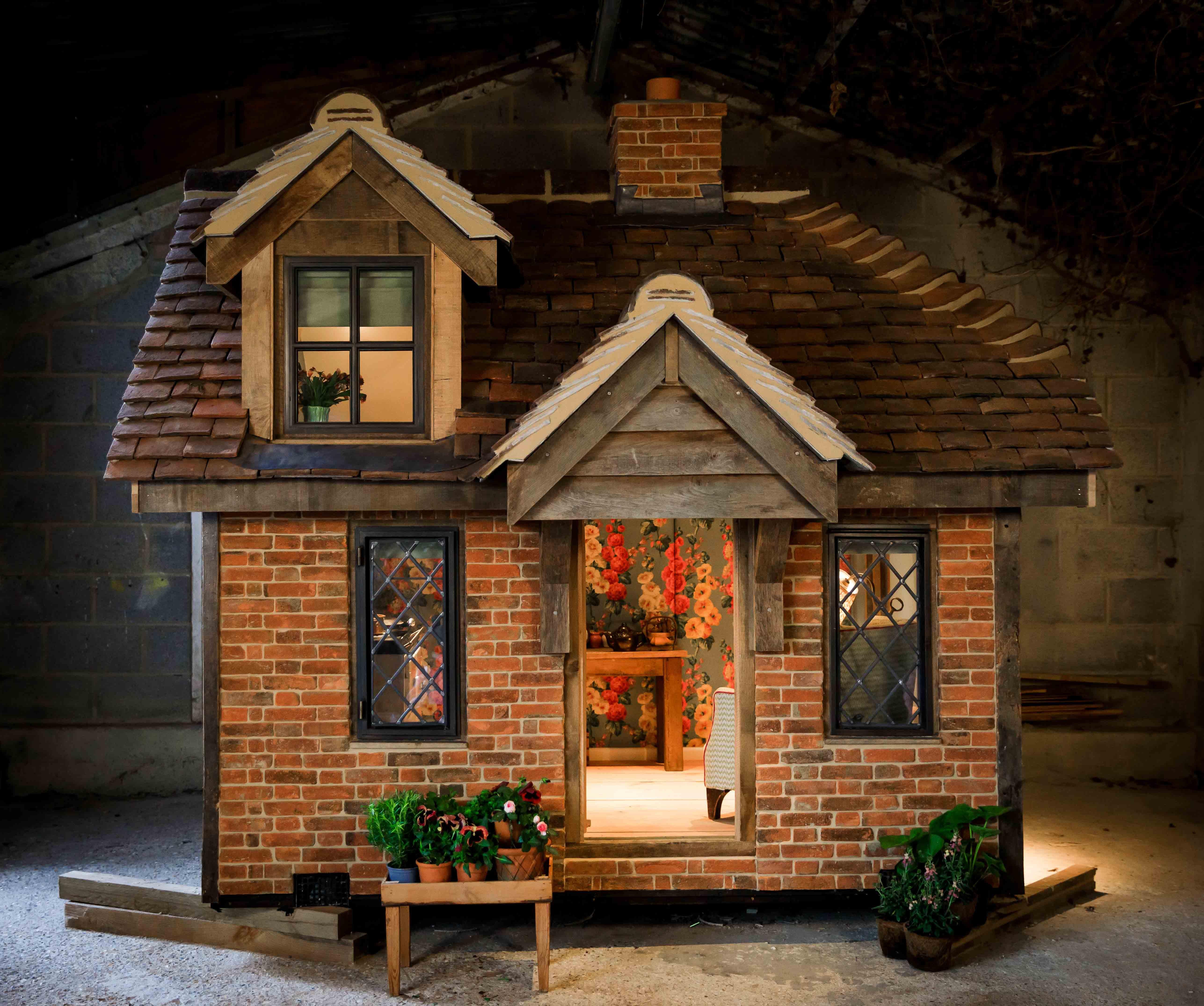 Wallgarden Chelsea Flower Show 2019 John Cullen Lighting Little House